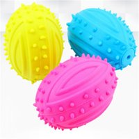 Dog Squeaky Toy Para Pet Dog Chew Toy Rubber pequeno Squeaky Rugby Bola Azul Rosa Amarelo