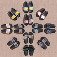 2021 Homens Mulheres Sandálias Designer Sapatos de Luxo Slide Summer Fashion Wide Plano Slippery com sandálias espessas chinelo flip flops tamanho 36-45
