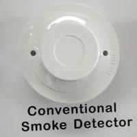 YT102C جهاز استشعار الدخان الانذار التقليدي الذي يعمل بنظام الحماية من الاشتعال يعمل مع كاشف حريق ذو سلكين يعمل مع لوحة تحكم انذار الحريق التقليدية