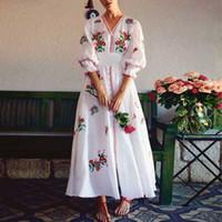 Une ligne robe de coton blanc millésime 2019 robe à fleurs broderie boho cru robes d'été v-ncek robes de marque lâche femmes de plage de