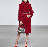 A su vez las nuevas mujeres diseñan el collar abajo de Navidad Año Nuevo del color rojo de imitación de piel de conejo con correa de cintura delgada larga abrigos casacos más capa de apresto