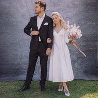 V-образным вырезом атласная Короткое свадебное платье белого цвета слоновой кости Элегантный чай Длина свадебное платье с длинными рукавами Свадебные платья Выполненная на заказ