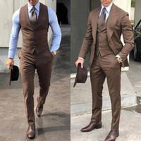 2020 chic britannique mariage smokings mens costumes pour hommes slim fit revers revers promon BestMan garçons d'honneur blazer Designs (veste + pantalon + cravate + gilet)