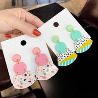 2021 Piedsheep cuelga Pendientes de acrílico de múltiples colores coreanos para las mujeres Colorido Geométrico Pendiente Redondo Fiesta de moda Regalos de joyería