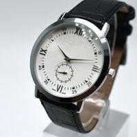 Relojes de los hombres 40mm Pequeñas Tres agujas Relojes de pulsera Correa de cuero Movimiento de cuarzo 6 colores Calendario automático