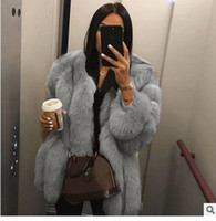 Урожай пушистых пальто женщины искусственного меха Короткий пушистый искусственный мех зимнего верхней одеждой розового серого пальто осенью случайных партии пальто