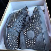 2021 diseñador moda rojo zapatos inferiores espigas tachonadas zapatillas de cuero de gamuza de color gris de los hombres para hombres pareja pareja patineta caminar EU47