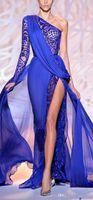 2019 화려한 Zuhair Murad 이브닝 드레스 한 어깨 긴 소매 로얄 블루 하이 사이드 슬릿 미인 파티 가운 공식 무도회 BO9766
