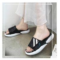 Sandales et pantoufles vêtements féminins d'été 2019 nouvelles sauvages de paillettes blanches pantoufles étudiantes chaussures de plage occasionnels