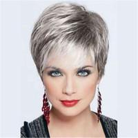 Moda donna breve argento grigio dritto sintetico Kanekalon resistente al  calore cosplay parrucche parrucche del partito 5eb818cc6844