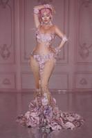 الوردي زهرة نمط أحجار الراين فستان طويل المرأة نماذج المنصة انظر من خلال زائدة اللباس الاحتفال عيد المغني زي حفل زفاف