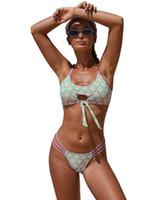 Püskül kadınların seksi tek parça yüksekten düşüğe İndirim mayo bölünmüş bikini mayo V yaka popüler mayo kız Bikiniler seti plaj yakuda belli