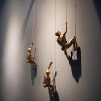 جدار الفن شنقا الراتنج تسلق الرجل جبل قلادة الصناعية نمط اسلاك الحديد الديكور النحت أرقام ريترو تمثال هدية