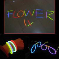 100шт Неон партия химического источника света Люминесцентных браслеты ожерелье Glow In The Dark Neon Палочка Хэллоуин Рождество для вечеринок