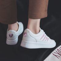 أحذية بيضاء صغيرة جديدة الكورية التطريز مجلس أحذية منخفضة أعلى أحذية عارضة المرأة المرأة تنوعا شقة أسفل الدانتيل يصل
