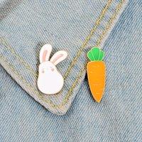 Coelho e cenoura esmalte pinos de coelho bonito animal broche lapela pino jeans saco de camisa saco dos desenhos animados cute lebre jóias presente para crianças