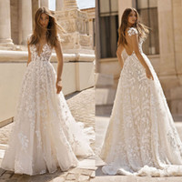 2019 Splendida Berta A Line abiti da sposa Sexy scollo a V in pizzo Appliqued Abiti da sposa Plus Size Cap Sleeve Beach Garden Wedding Dress