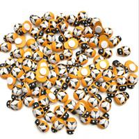 100pcs / Lot Mini Beetle Coccinelle abeille en bois bricolage Ladybird Aimant miniature Ornements fenêtre Autocollant Mural Moss Bouteille de bureau Décor