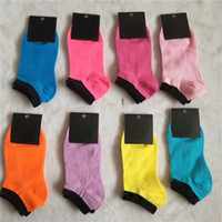 Novas etiquetas cor-de-rosa cores pretas de algodão meias de tornozelo esportes curtos peúdos meninas mulheres algodão esportes meias papelão