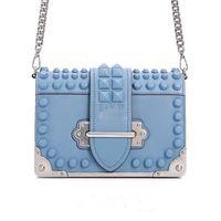 여성 리벳 가방 조류 Han Edition 스타일 비스듬한 단일 정품 가죽 핸드백 어깨 가방, 작은 빵 체인 조커 디자이너 숄더 가방
