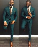 2021 Guapo Hombres Verdes Boda TUXEDOS PEAK PEAK SOLABLE DOS BOTOS GROOM TUXEDOS Vestido de estilo Hombres Cena de negocio Dardy traje (chaqueta + pantalones + corbata)