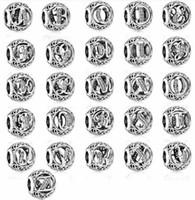 Regalo di Natale S925 Sterling Silver Alphabet Lettera iniziale Bracciale vintage Bracciale perline di fascino adatto per Bracciale Pandora europeo Charms per perle fai da te