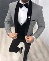 Smokings marié Groomsmen Shawl Lapel Custom Made One Button Hommes Costumes de mariage / Prom / Dîner Best Man Blazer (Veste + Pantalon + Gilet + Tie) M1519