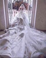 Dentelle de luxe 3D Appliuqed Robe de mariée Robes de mariée Plus Taille Dos ouvert Cristal Perles de Perles De Perles De Saudi Arabie Saoudite Dubaï Robe de mariée Dubaï