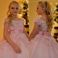 Blush Rosa 2020 Árabe Vestidos da menina de flor 3D apliques florais Pérolas Vestidos de casamento infantil Vintage Little Girl Pageant Dresses