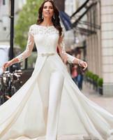 Eleganta Långärmade Lace 2020 Bröllopsklänningar Jumpsuit Chiffon Applique Ruched Sweep Train Bröllop Bröllopklänningar Robe de Mariée