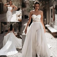 Modest Mesto Jumpsuit Playa Una línea Vestidos de novia con tren desmontable Pantalones de novia Satin Lace Appliques Country Bridal Batos