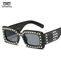 الجملة خمر المرأة ساحة نظارات شمسية مع حبات اللؤلؤ البلاستيك الساقين قوية ظلال مرآة نظارات عرض أزياء ديكورات