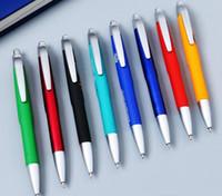 caucho de plástico con la pluma impresión de la insignia de encargo de la entrega rápida de relleno negro bola bolígrafo personalizado pluma promocional