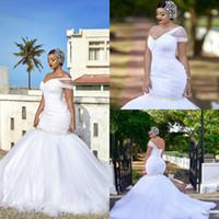 2020 Una spalla sirena Abiti da sposa Abiti di cristallo Sweep Treno Abiti da sposa Bianco Plus Size Senza Maniche Senza Vestito senza spalline Abito da sposa senza spalline