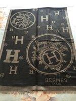 Yeni lüks eşarp moda klasik yumuşak pamuklu ipliği boyalı eşarp ünlü tasarımcı eşarp uzunluğu 180 * 70cm şal