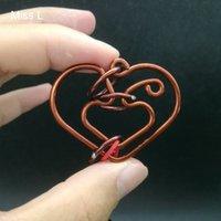 يدوية الأحمر النحاس مصغرة القلب حلقة لغز الأسلاك المعدنية لعب العقل لعبة الذكاء أداة خدعة سحرية الدعامة لعبة