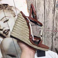 الصنادل مصمم النساء أفضل بيع مع أحذية الصيف شاطئ رسالة مبيعا الكلاسيكية رسالة أسود أبيض 2 لون الأجهزة المتوفرة للبنات سيدة