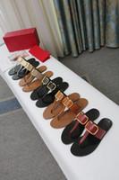 Trouver similaires 40 Hommes Femmes Sandales Designer Diapo Summer Fashion plat large Slippery avec des sandales épais Slipper et boîte de sandale de plage