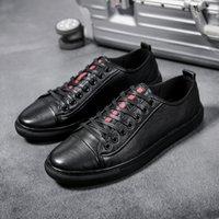 2019 chaussures New Band Souliers simple de cuir Hommes Hommes Classique Mode Homme à lacets Talon Verni Noir Blanc Hommes plat chaussures de sport nouveau