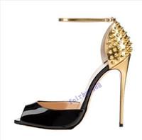 ساخنة جديدة 2020 أزياء المرأة الكعوب العالية المسامير اللباس اللمحة أصابع القدم أحذية الكعب العالي السوبر الصنادل مسنبل رصع الأحمر أسفل مضخات حجم 10CM 34 -42