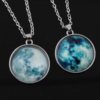 Pendentif pissenlit lumineux pendentif boule de verre cristal brillant dans le noir charmant collier cadeau unique pour les femmes