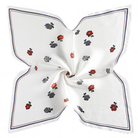 2pcs livraison gratuite écharpe en soie 60 cm * 60 cm style japonais et coréen petite fleur dames de satin coréenne femmes professionnelles petit châle carré