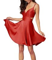 Rouge satin bretelles Spaghetti Court Homecoming Robes 2020 Profonde V-Cou A-ligne Cocktail Robes Sexy Dos Nu court Graduation Robes De Bal