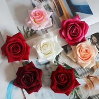 10 unids / lote Simulación Cabezas de rosas Borde rizado artificial Flores de rosas para el fondo de la boda Arreglos florales de pared Accesorios Flores falsas