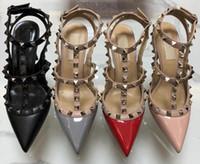 2019 Femmes Pompes Chaussures de mariage Femme Hauts talons sandale Nu Mode bretelles cheville Rivets Chaussures Sexy Talons Chaussures de mariée