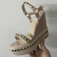 النساء الأحذية إسفين منصة صندل حذاء أحمر أسفل الأحذية مضفر المسامير جلدية عالية الكعب الصنادل الصيفية