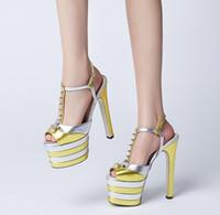 Rivet fille de luxe sandale Chunky talon de perle chaussures de fête de jeune dame femme mode sandales d'été night club T show super chaussures de star