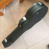 エレキギター用のブラックハードシェルギターケース