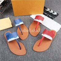 2019New 2 colors Europe High quality designer Flip flop ladies summer rubber sandles beach slip fashion wear toots indoor shoes 35-42