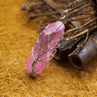10 Pcs Arco-íris Rosa Fio de Quartzo Aura Envolto Gemstone Amuleto Pingente Árvore da Vida Irregular Titânio Revestido Ponto de Cristal Natural Pingente de Cristal